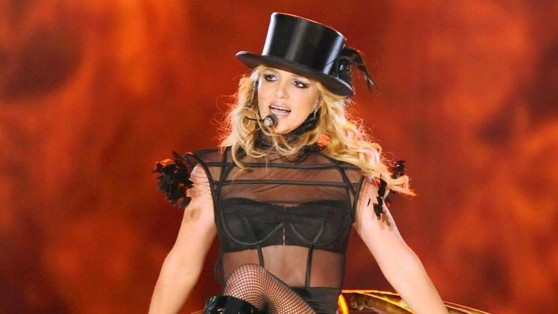 Britney Spears optrådte også midt i krisen tilbage i 2008.