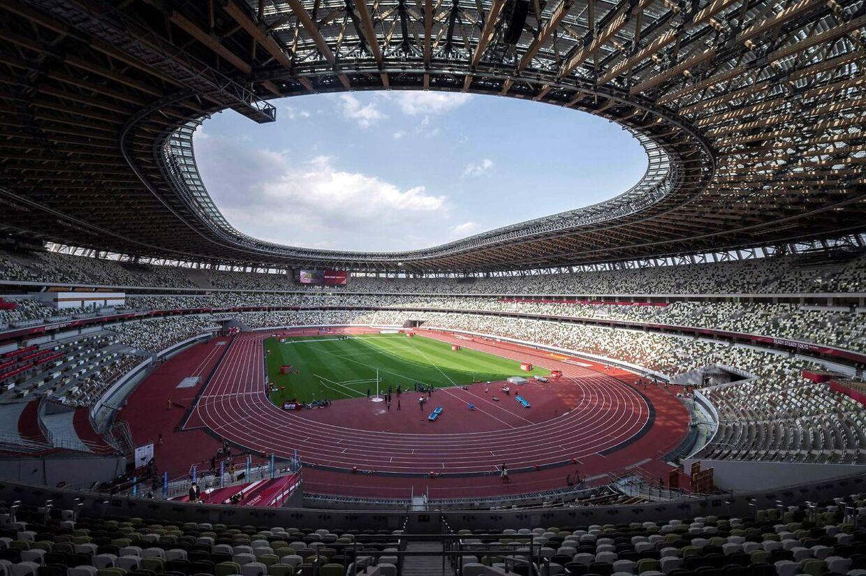 Det enorme olympiske stadion i Tokyo har normalt plads til 68.000 tilskuere. Men der kommer kun nogle få VIP'ere og sponsorgæster til åbningsceremonien.