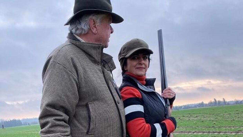 Susan Astani-Kjær og Christian Kjær holder tit jagtselskaber, så det skal deres ansatte også hjælpe med til.