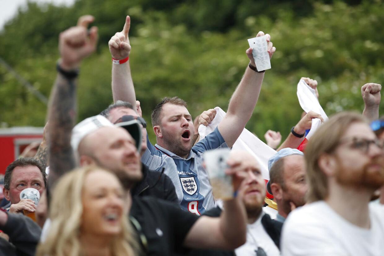Engagerede fans ved en nylig cricketlandskamp i London. Det er en dejlig sport at være tilskuer til.