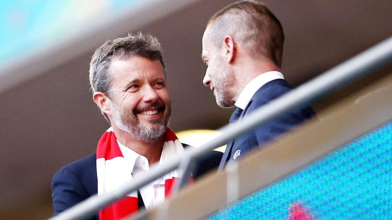 Aleksander Ceferin med kronprins Frederik på Wembley.