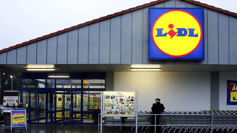 De er de danske Lidl-butikker, der nu hæver lønnen for de unge.