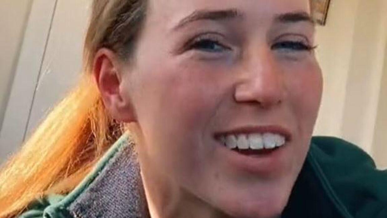 Her ses Caitlyn Loane i en af hendes mange promoveringsvideoer for landbrug. Foto: TikTok.