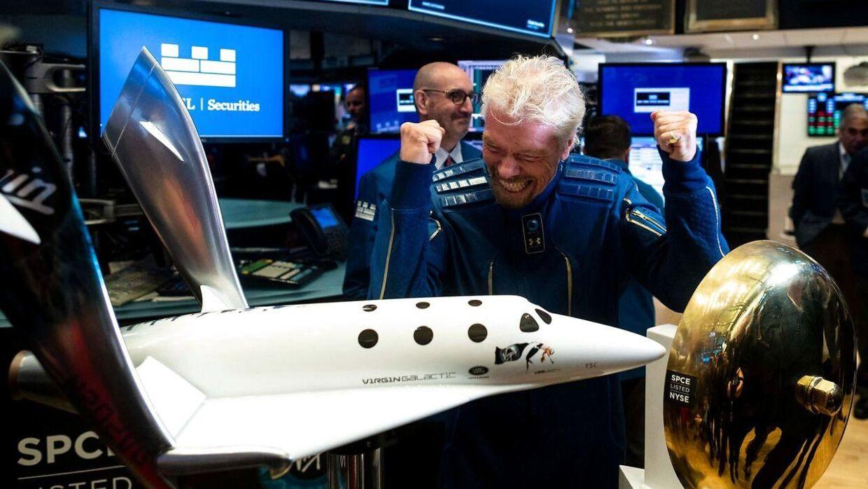 »Jeg har villet rejse ud i rummet, siden jeg var barn, og forhåbentlig kan jeg tilbyde hundredtusindvis af andre mennesker i løbet af de næste 100 år at komme ud i rummet,« har Richard Branson sagt til BBC.
