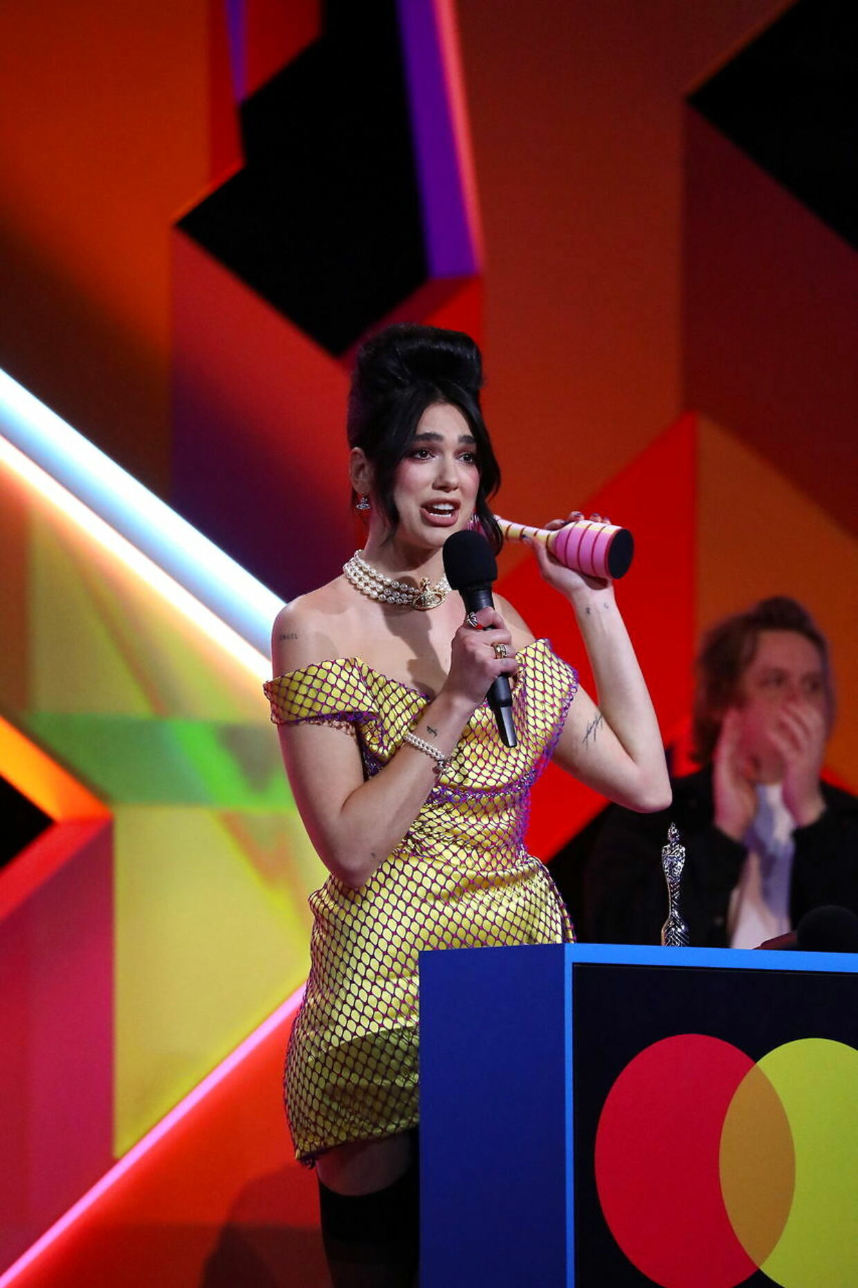Singer Dua Lipa accepts the award at the BRIT Awards at the O2 Arena in London, Britain May 11, 2021. ©John Marshall/Handout via REUTERS THIS IMAGE HAS BEEN SUPPLIED BY A THIRD PARTY.NO RESALES.NO ARCHIVES. MANDATORY CREDIT.NO NEW USAGE USE AFTER 2200GMT ON JUNE 8, 2021. FOR EDITORIAL USE ONLY IN REPORTING ON - 41ST EDITION OF THE 2021 BRIT AWARDS. IMAGE MUST BE USED IN ITS ENTIRETY - NO CROPPING OR OTHER MODIFICATIONS.