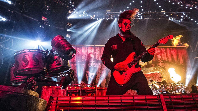 Det amerikanske metalband Slipknot er kendetegnet ved deres uhyggelige masker. Her ses guitaristen Jim Root under en koncert i københavnske Forum i 2015.