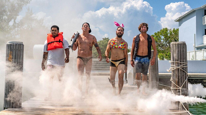 Jackass Shark Week. Her Jasper Dolphin, Steve-O, Chris Pontius og det nye medlem Sean McInerney alias Poopies.