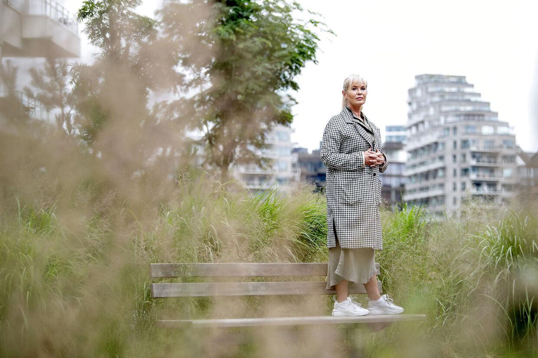 Birgit Aaby har bogstavelig talt knoklet sig til tops. Men at der også er koldt og ensomt deroppe, har hun også mærket.