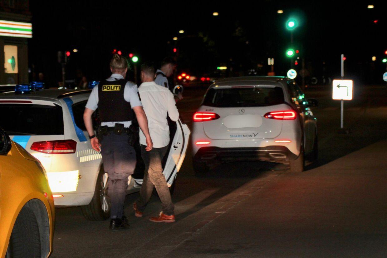 Klokken 02.15 natten til lørdag blev en yngre mand anholdt for spirituskørsel på Fælledvej på Nørrebro i København.