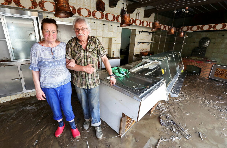 Butikker og hjem i den katastroferamte region er totalødelagte. Mange er usikre på, hvad der skal blive af dem.