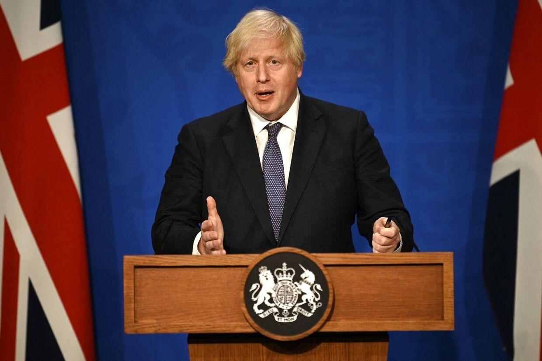 Boris Johnson er blevet kaldt en hykler, fordi han prøvede at krybe udenom selvisolering efter at have været i nærkontakt med en coronasmittet.