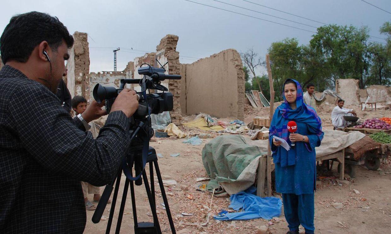Simi Jan har tidligere været korrespondent i Mellemøst-områderne for TV2, men for tiden er hun vært på 'Go' Aften Live' som barselsvikar for Petra Nagel.