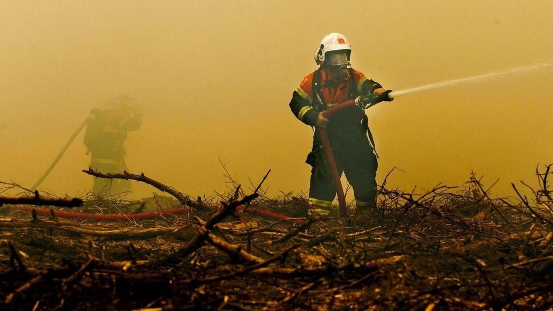 Brandfolk er måske blevet syge af forurenet brandslukningsskum. Billedet her er ikke fra Korsør, men et genrebillede af en brandmand.