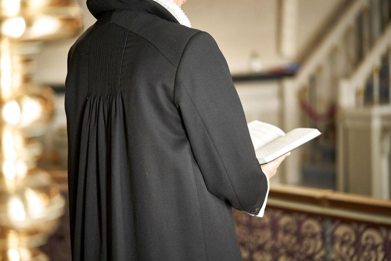 Præst med Den Danske Alterbog. Skt. Nikolai Kirke, Holbæk den 30. juni 2021