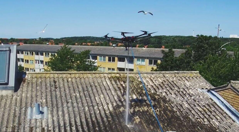 Dronen spuler mågereder væk fra taget. I begyndelsen forsøger de forvirrede måger at angribe dronen, men opgiver hurtigt igen. Mågerne laver dog nye reder, så snart dronen er forsvundet. Det er derfor en proces, som skal gentages.