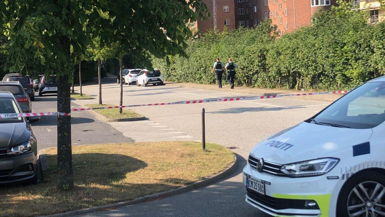 Som man kan se på billedet, har politiet også spærret et større område af. Foto: Presse-fotos.dk