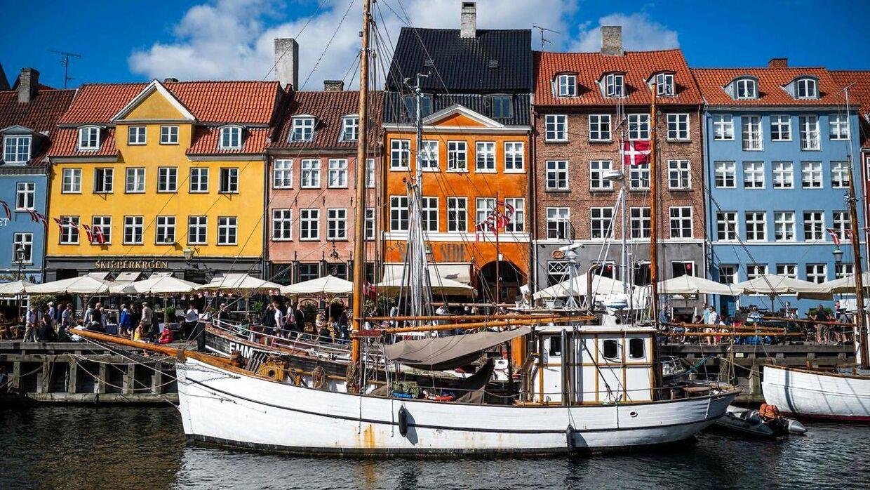 Det bliver sandsynligvis varmt i begyndelsen af efteråret, vurderer DMI. Og så skal rosévinen måske findes frem til den tid? Måske her i Nyhavn i København, som du kan se på billedet.