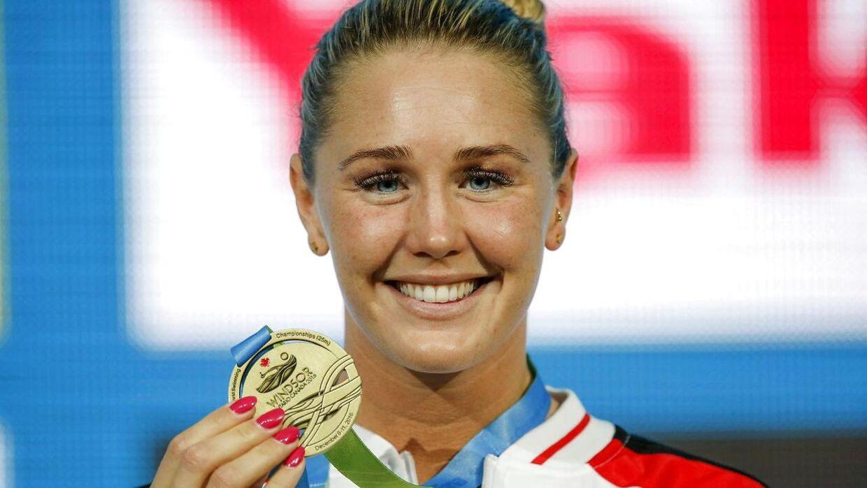Jeanette Ottesen med en af sine mange medaljer.