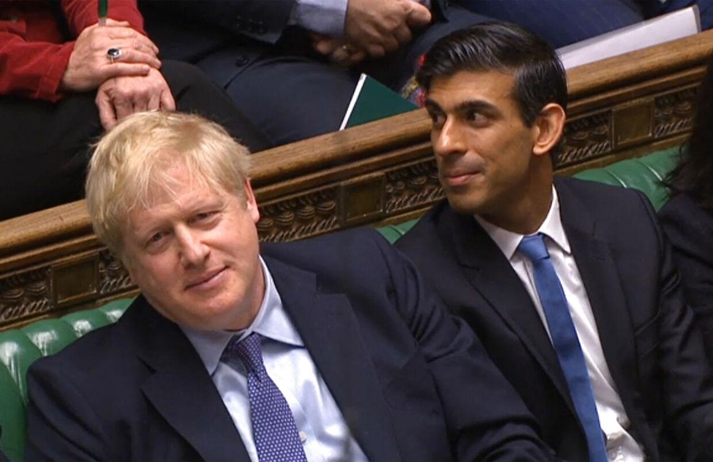 Både Boris Johnson og finansminister Rishi Sunak er gpet i selvisloation. det samme er oppositionsleder Keir Starmer.