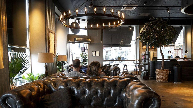 Espresso House på Kgs Nytorv har ikke mange gæster i København mandag den 16. marts 2020. Coronavirus har lagt en dæmper på hovedstaden, hvor folk i stort tal holder sig hjemme og undgår større forsamlinger. . (Foto: Liselotte Sabroe/Ritzau Scanpix)