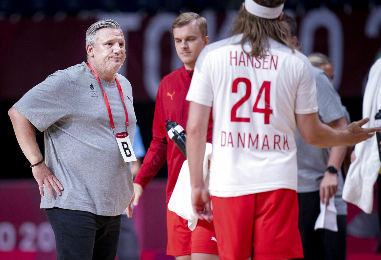 Landstræner Nikolaj Jacobsen og Mikkel Hansen under håndboldkampen mellem Danmark-Japan på Yoyogi National Stadium i Tokyo, lødag den 24 juli 2021. (Foto: Liselotte Sabroe/Ritzau Scanpix)