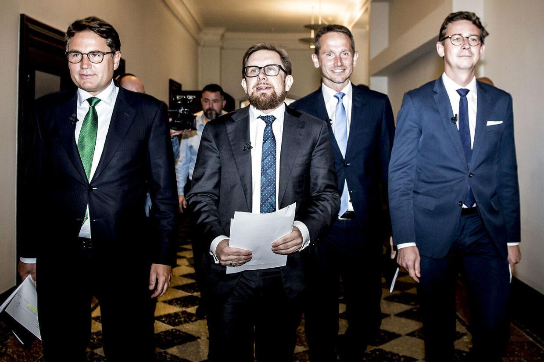 Simon Emil Ammitzbøll sad i VLAK-regeringen på opgaven som økonomi- og indenrigsminister. Her sammen med nogle af regeringens andre ministre i 2017.