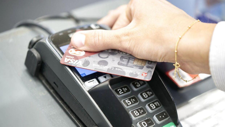 De fleste bruger dankort frem for kontanter, specielt efter corona kom til Danmark.