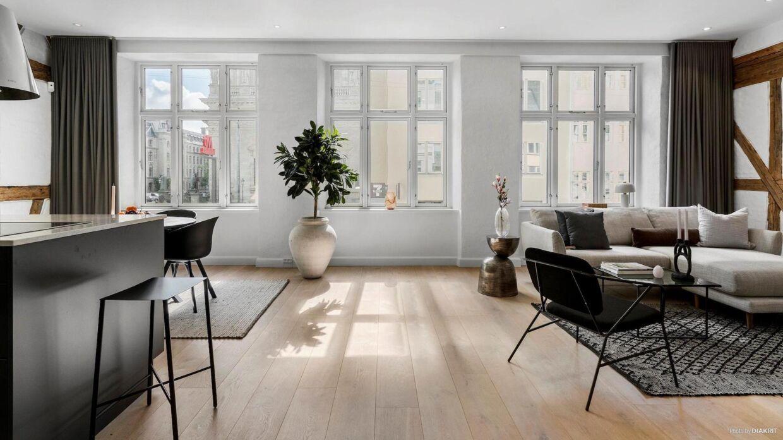 Kevin Magnussens luksuslejlighed ligger midt i København tæt på Marmorkirken og Amalienborg.