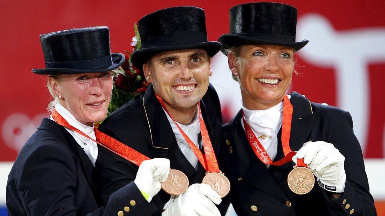 Prinsesse Nathalie (tv.), Andreas Helgstrand og Anne van Olst vandt OL-bronze for hold i 2008.