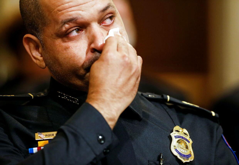 Aquilino Gonell i tårer under sin vidneforklaring.