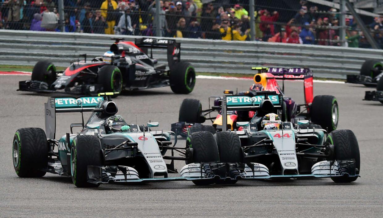 De tidligere barndomsvenner Nico Rosberg (tv.) og Lewis Hamilton havde flere sammenstød i deres tid som Mercedes-teamkammerater.