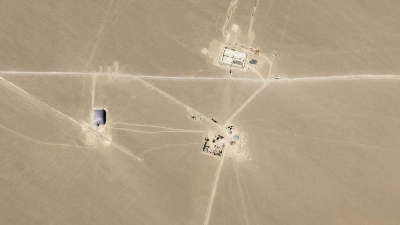 Satellitbillede der ifølge forskere viser nye siloer til atomvåben i Kina.