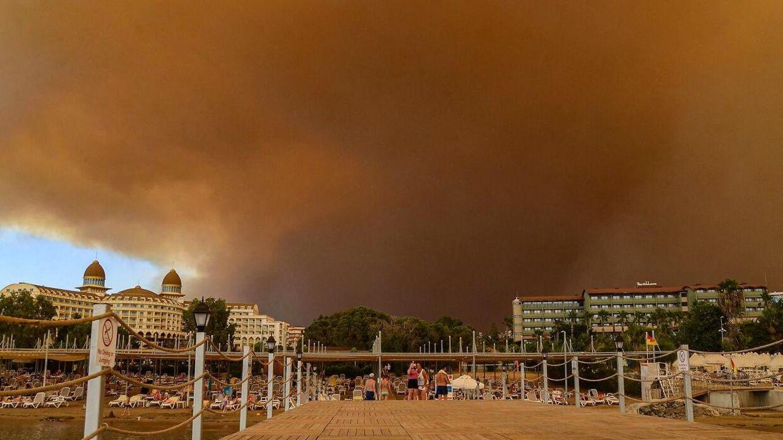 Flere turister er også blevet evakueret.