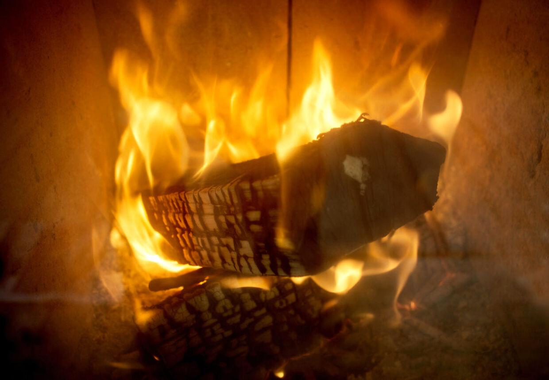 RB Plus. Arkiv: Økonomer: Afgift på brændeovne redder liv. Samfundet kan spare hundreder af menneskeliv og milliarder af kroner, hvis der lægges afgift på brændeovne efter type og forbrug, mener Det Miljøøkonomiske Råd.
