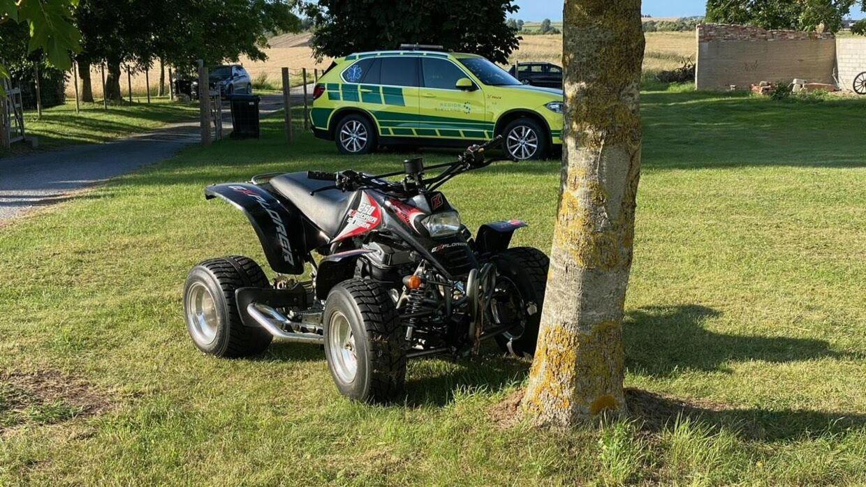 Det var denne ATV en meget ung dreng kørte på, da han ramte et træ i Odsherred. Foto: Presse-fotos.dk
