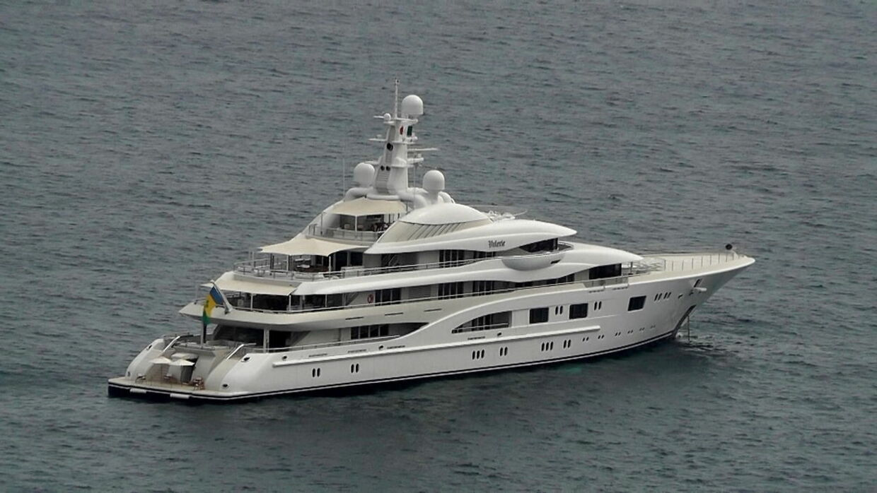 epa09373727 The luxury yacht 'Valerie' aboard which US singer/actress Jennifer Lopez and US actor/director Ben Affleck arrived in Capri, near Naples, Italy, 28 July 2021. The coupleis on holiday on the island. EPA/Giuseppe Catuogno