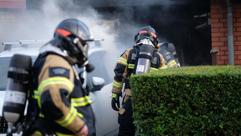 Der er udbrudt brand i en elbil. Foto: Byrd / Lind Foto.