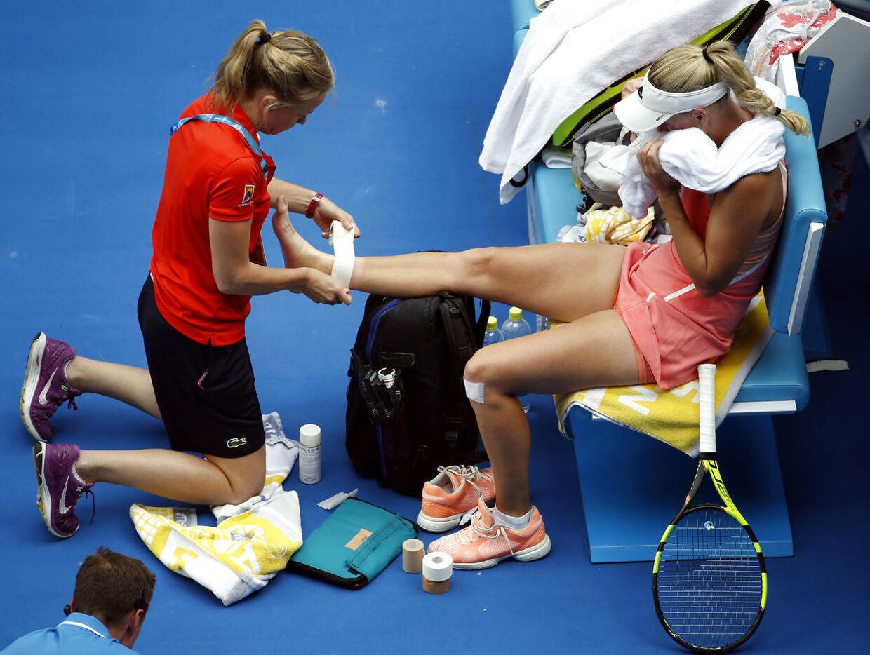 Caroline Wozniacki fik behandling i begyndelsen af tredje sæt.