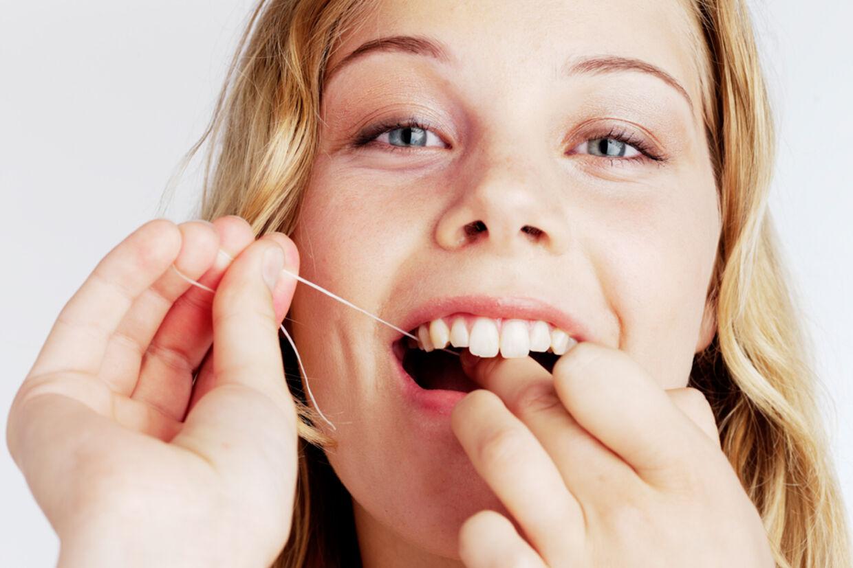 Man skulle ikke tro, at en så simpel ting som tandtråd kan forlænge dit liv - men det kan det faktisk!
