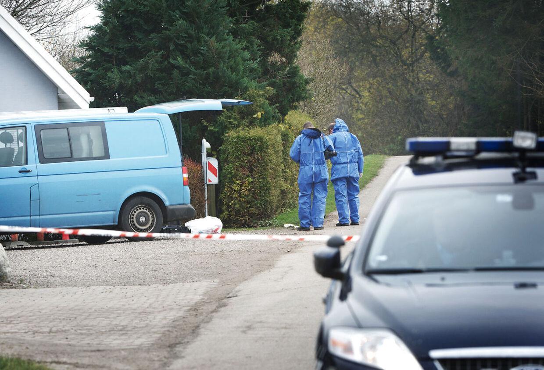 Fyns Politi ledte hele torsdagen efter spor på Longvej i Refsvindinge, hvor en ti-årig pige blev samlet op af en sexforbryder.