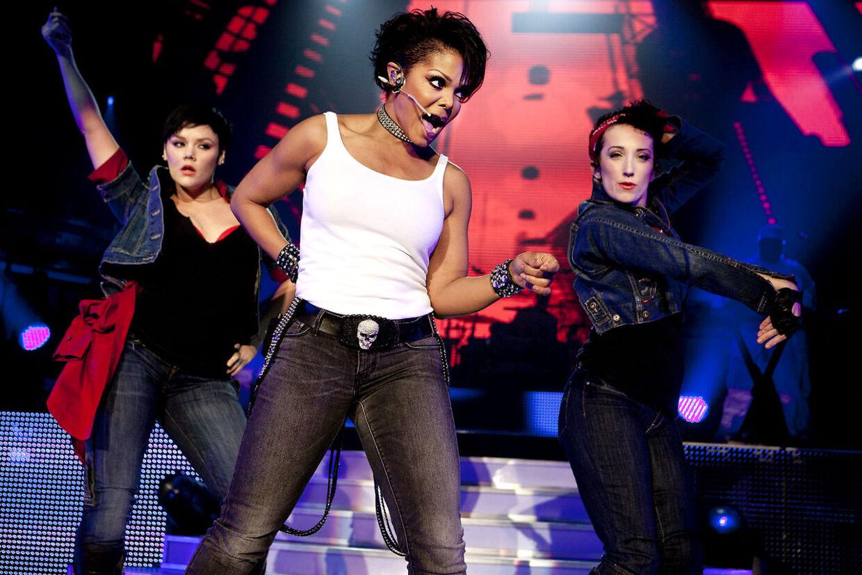 Janet Jackson på scenen søndag aften i Falconer salen.