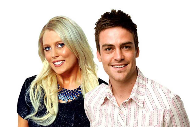 Her er de to radioværter, Mel Greig og Michael Christian, fra den australske radiostation 2Day FM, som i går ringede til King Edward VII Hospital og udgav sig for at være dronning Elizabeth. Nu kritiseres de for joken.