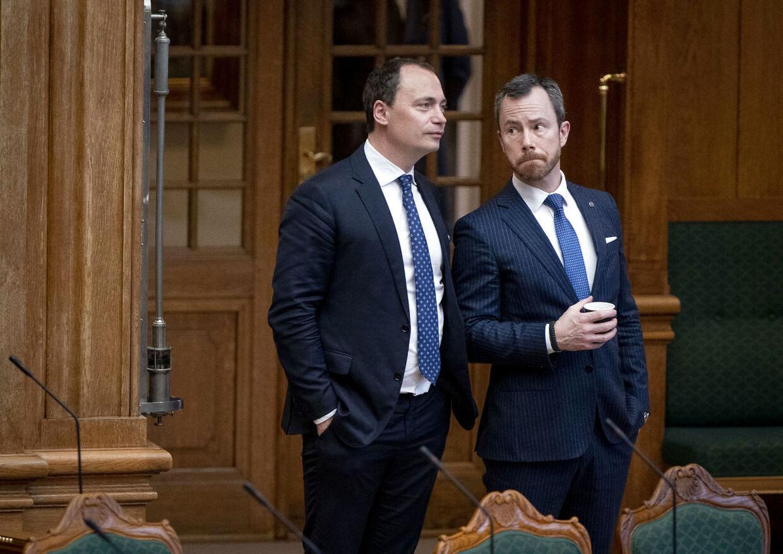 Venstres Jakob Ellemann-Jensen og Venstres Tommy Ahlers under møde i Folketingssalen på Christiansborg tirsdag d. 21. januar 2020.