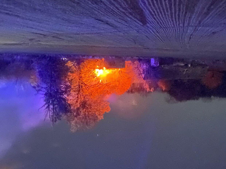 En nabo slog alarm kl. 01 natten til 4. november sidste år, da den forladte landejendom pludselig stod i flammer.