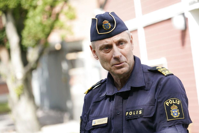 KRISTIANSTAD 20210804 Anders Olofsson lokalpolisområdeschef pratar vid pressträff utanför polishuset i Kristianstad med anledning av gårdagens skjutning. Foto: Johan Nilsson/TT / kod 50090. (Foto: 50090 Johan Nilsson/TT/Ritzau Scanpix)