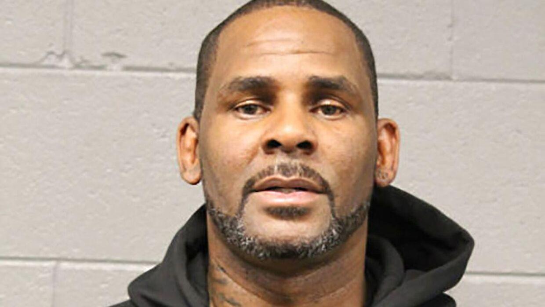 Politifoto af R. Kelly efter anholdelsen af ham i 2019.