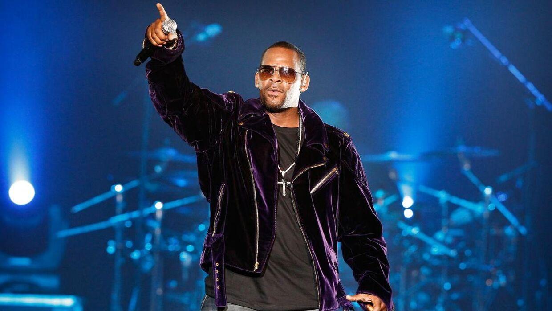 R. Kelly på scenen i 2011.