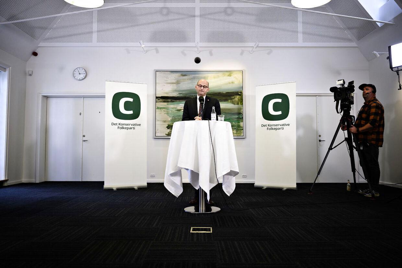 Søren Pape leverede beskeden til Naser Khader »ansigt til ansigt,« fortalte han på pressemødet onsdag.
