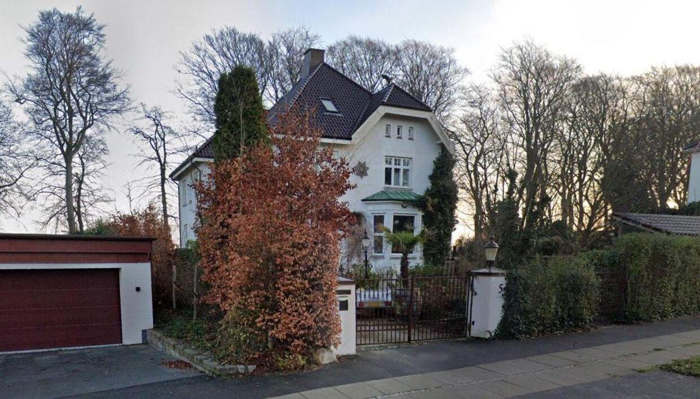 Sådan ser villaen ud. Foto: Google Street View.