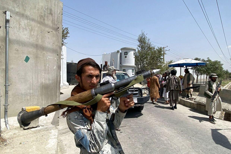 Taliban generobrede kontrollen over Afghanistan søndag. Nu kontrollerer Taliban overalt i gaderne, og terrorbevægelsen kører rundt i politibiler, som de har overtaget fra det afghanske politi. Billedet er taget 17. august.